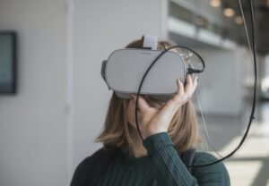 A child flexibly learning through a virtual reality headset
